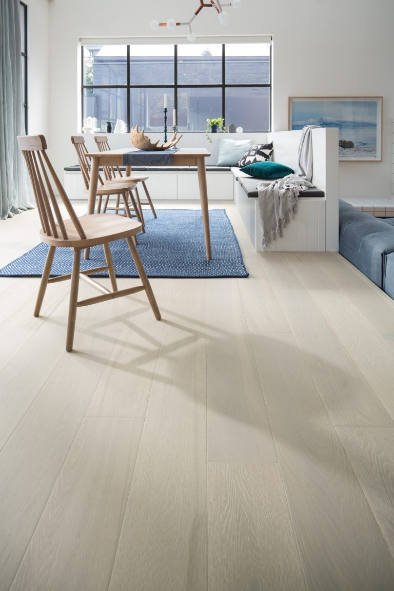 Plantino-Engineered-Oak-Veneto_Grain-Navy-Ivory-2-768x1152.jpg